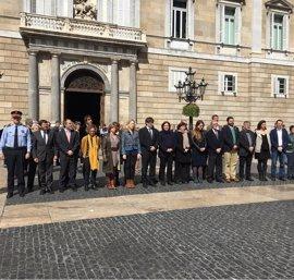 El Govern y el Ayuntamiento de Barcelona realizan un minuto de silencio por el atentado en Londres