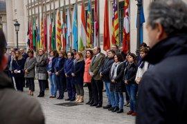 Minuto de silencio en el Senado por el atentado de Londres, con las banderas a media asta