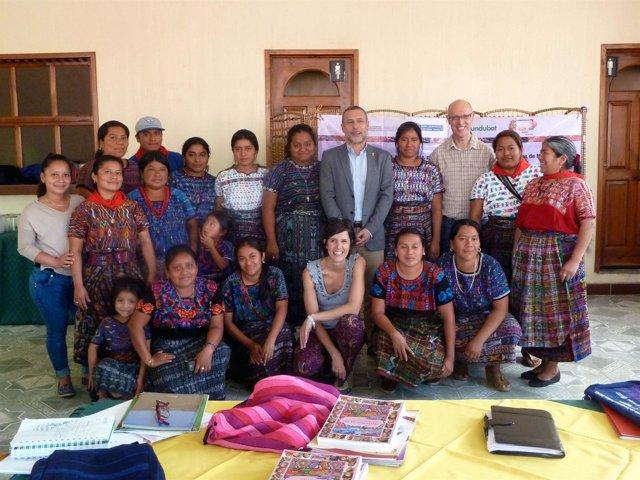 La delegación navarra con representantes de CONAVIAGUA