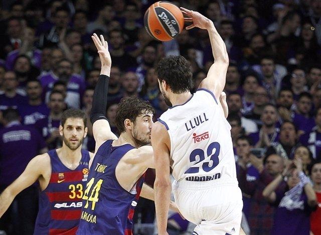 Llull y Tomic en el Real Madrid - Barcelona