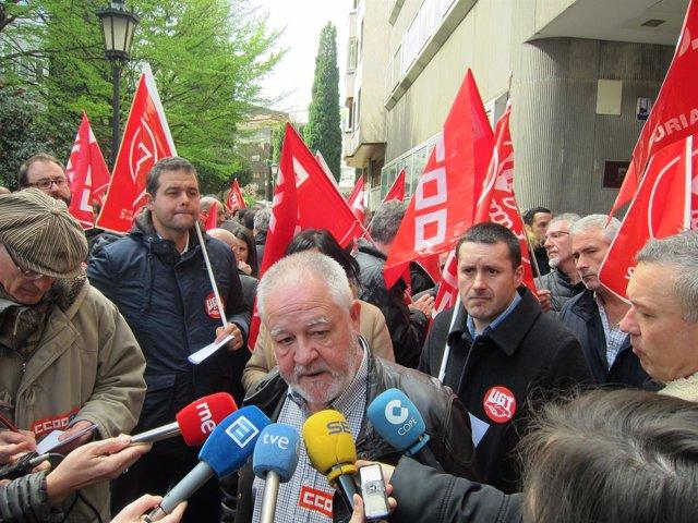 Pino (en primer término) y Lanero, en la concentración sindical ante FADE.