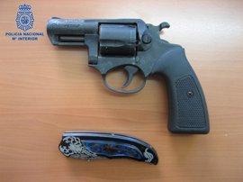 Detenidos en Palma dos adolescentes que intimidaron a otros dos menores con una navaja y un revólver de fogueo