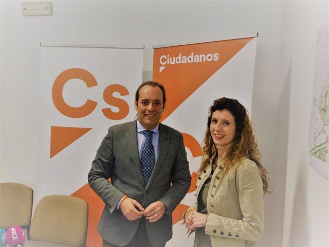 Juan Cassá y Beatriz González técnica de grupo formación naranja portavoz ayto