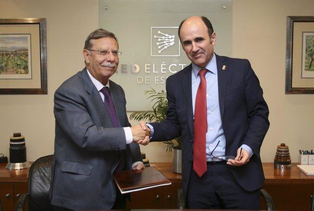Manu Ayerdi y José Folgado, presidente de Red Eléctrica de España