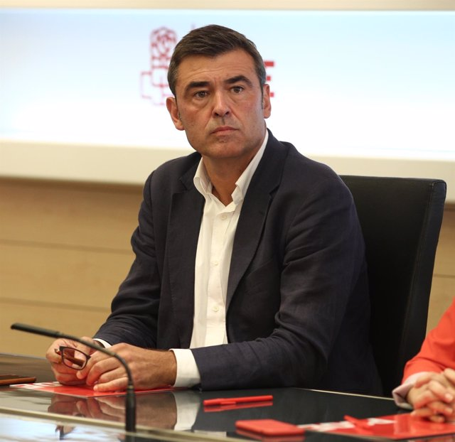 Ricardo Cortés en la reunión de la gestora del PSOE