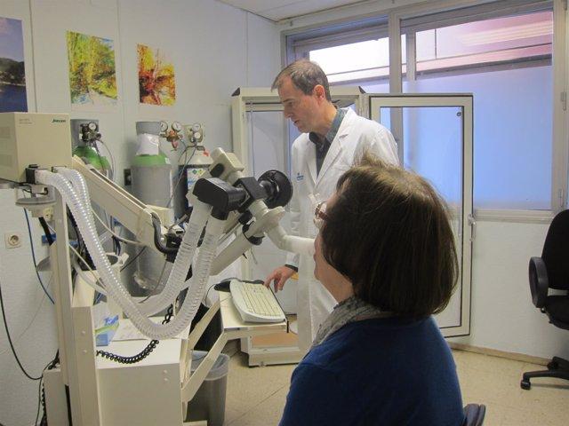 Una paciente con enfermedad pulmonar se somete a una prueba de aspirometría