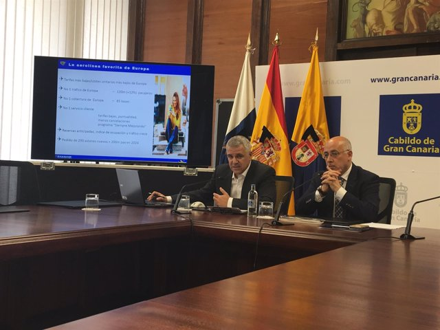José Espartero (Ryanair) y el presidente del Cabildo de Gran Canaria