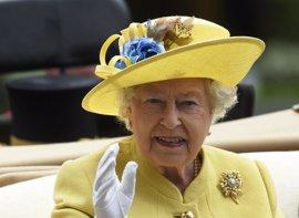 La reina Isabel agradece a la Policía su trabajo en defensa de los ciudadanos