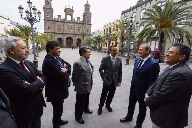Representantes políticos y portuarios de Las Palmas de Gran Canaria y Huelva