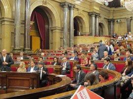 """El Parlamento catalán pide elevar a tribunales internacionales el """"currículum"""" de miembros del TC"""