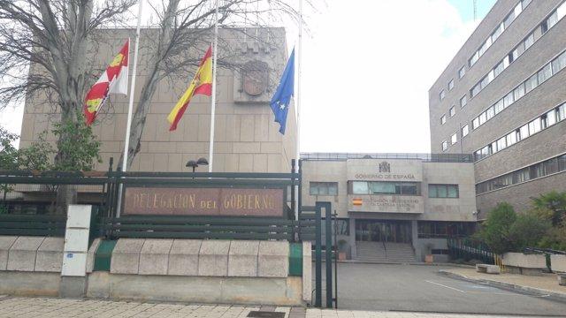 Las banderas a media asta en la Delegación del Gobierno