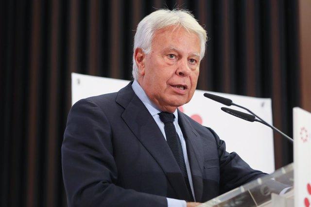 El expresidente del Gobierno Felipe González en un almuerzo-coloquio en Sevilla