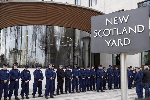 Homenaje en Scotland Yard al agente asesinado en Londres