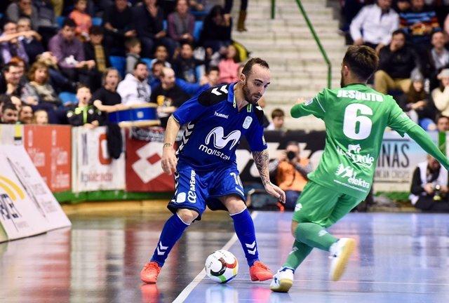 Ricardinho se zafa de un rival en un Inter-Magna Gurpea