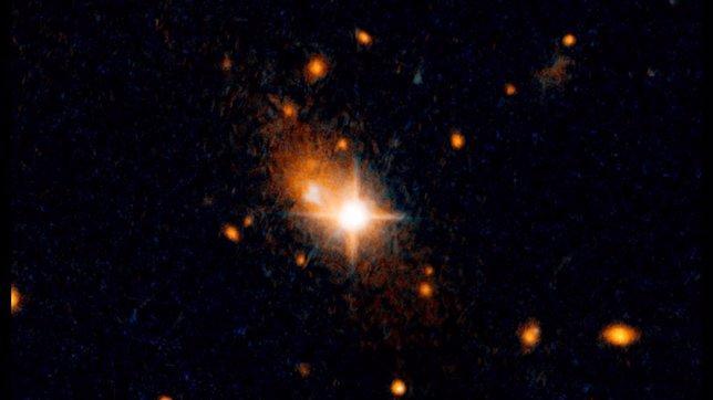 Un quásar se aleja del centro de su galaxia