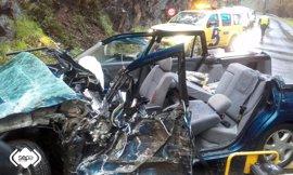 Una mujer herida en un accidente de tráfico en Boal