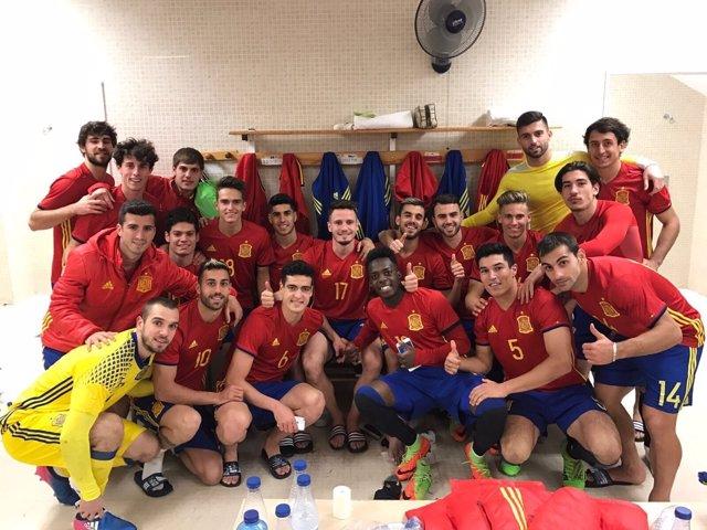 La selección Sub-21 celebra el triunfo ante Dinamarca