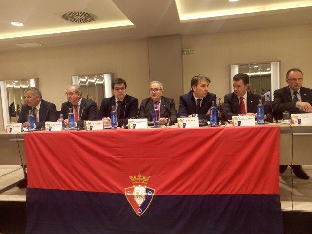 Luis Sabalza, presidente de Osasuna, en junta directiva
