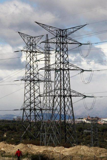 El consumo eléctrico de las grandes empresas cae un 0,8% en febrero
