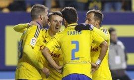 Cádiz-Tenerife y Oviedo-Girona, duelos de perseguidores del líder Levante