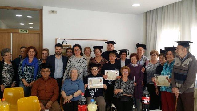 Entrega de diplomas a participantes del curso de ábaco del IMAS