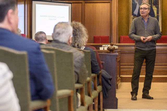 Andrés Sánchez Picón ha llenado el Salón de Plenos con su conferencia.