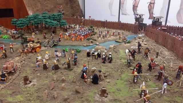 Visitantes en el Aula Arqueológica de Garray.