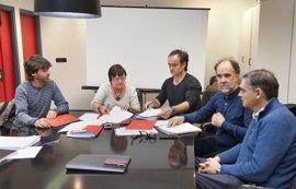 Gobierno y sindicatos firman el acuerdo para la renovación de la plantilla del Servicio de Bomberos