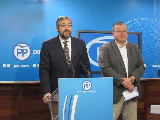 Víctor Martínez Y Francisco Bernabé, En La Rueda De Prensa