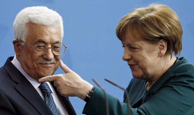 Mahmud Abbas y Angela Merkel