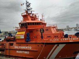 """El capitán del rescate dice que hubo un """"golpe terrible"""" que destrozó el pesquero"""