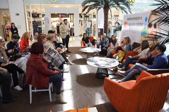 Influencers de Sevilla debaten en la mesa redonda de 'Los Arcos Fashion week'.
