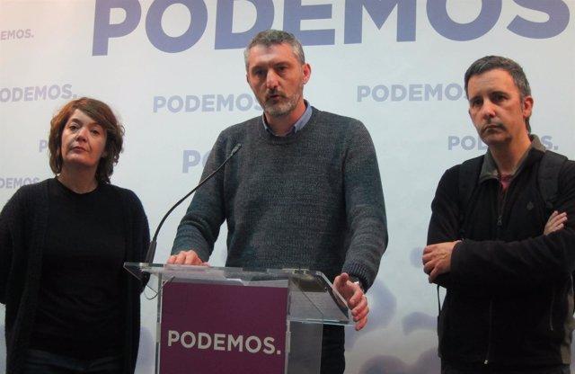 Oscar Urralburu en rueda de prensa junto a Urbina y Giménez (Podemos)