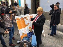 'Donald Trump' se da un paseo por Las Palmas de Gran Canaria para promocionar el último show de Javier Gurruchaga