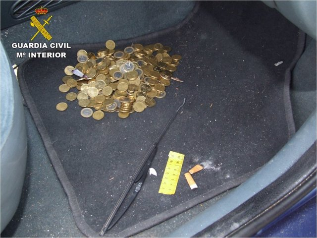 Dinero localizado en el interior del vehículo estrellado en Aguamarga