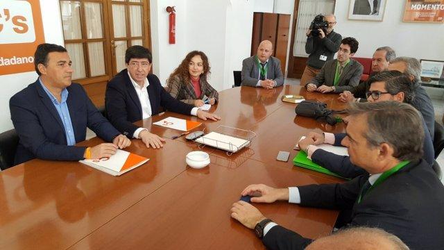Representantes de Cs durante la reunión con Flacema