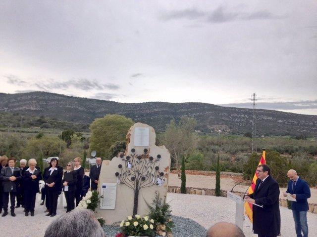 Jordi Jané en el homenaje a las víctimas de Freginals