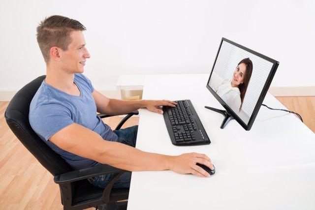 Conocer a alguien por Internet