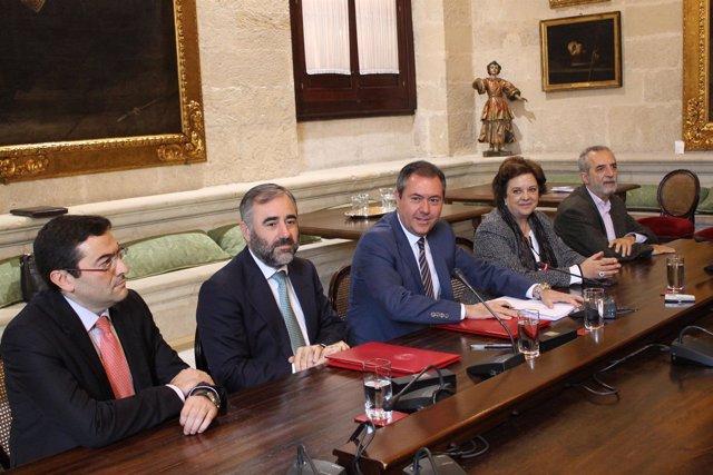 Firma del convenio entre el Ayuntamiento de Sevilla y GRI Towers 1.JPG