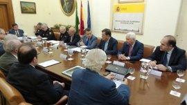 Sanz agradece el esfuerzo de coordinación entre Policía y hermandades para la seguridad de la Semana Santa