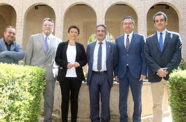 El presidente de Cantabria presenta en Sevilla el Año Jubilar Lebaniego
