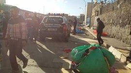 Decomisados cientos de kilos de mercancías de todo en un mercadillo ambulante ilegal en la frontera Melilla-Marruecos