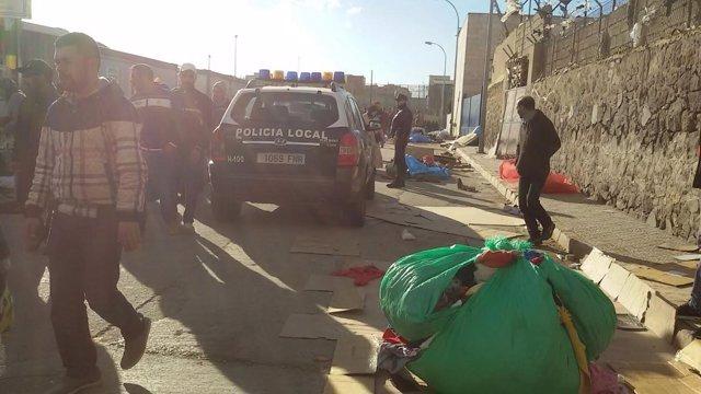 Mercancía decomisada en un mercadillo ambulante ilegal en la frontera de Melilla