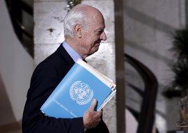 De Mistura defiende que Rusia, Irán y Turquía deben continuar negociando para acabar con la violencia en Siria