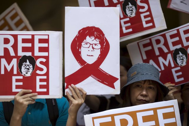 Carteles para la liberación del bloguero Amos Yee de Singapur