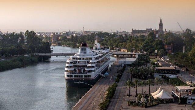 Crucero atracado en Muelle Delicias