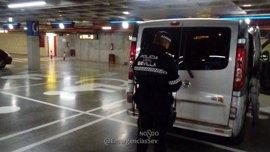 """La Policía Local detecta e inmoviliza un """"taxi clandestino"""" en el aeropuerto de Sevilla"""