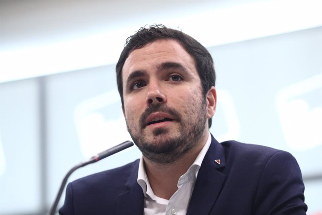 Alberto Garzón ofrece una rueda de prensa en la sede de IU