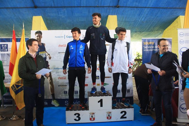 Podio de la Carrera Popular de la Universidad Pablo de Olavide