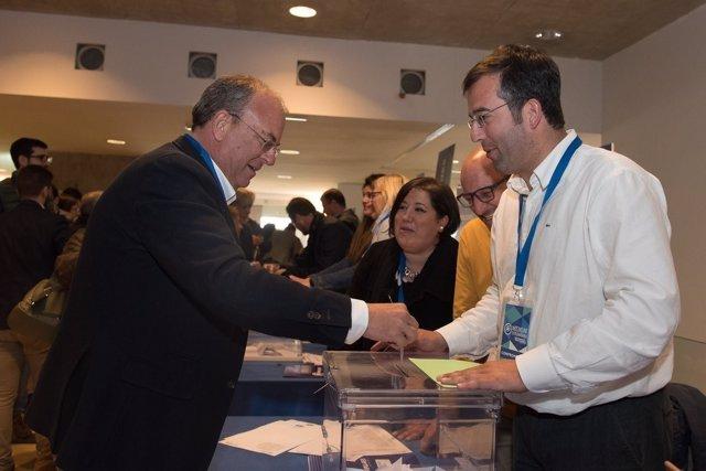 Monago vota en el Congreso